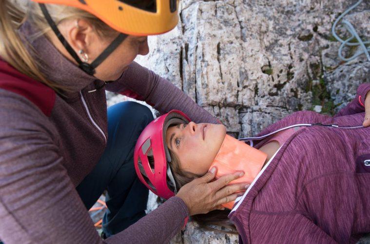 Erste Hilfe bei einer Wirbelsäulenverletzung, Foto: Hansi Heckmair | Climbers Paradise