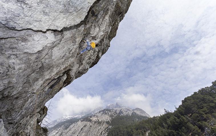 Klettern mit Überhang bei der Arzbergklamm, Foto: Günter Durner | Climbers Paradise