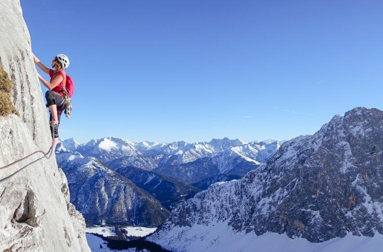 Klettern mit Winter-Panorama, Foto: Simon Schöpf | Climbers Paradise