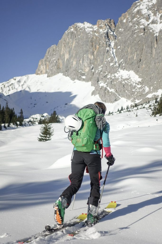 Mit jedem Schritt dem Kletterziel ein Stück näher kommen, Foto: Simon Schöpf | Climbers Paradise