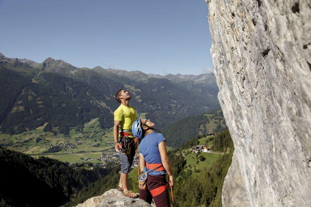 Beim Klettern lernt man sein Gegenüber gut kennen, Foto: Tirol Werbung, Robert Pupeter | climbers paradise
