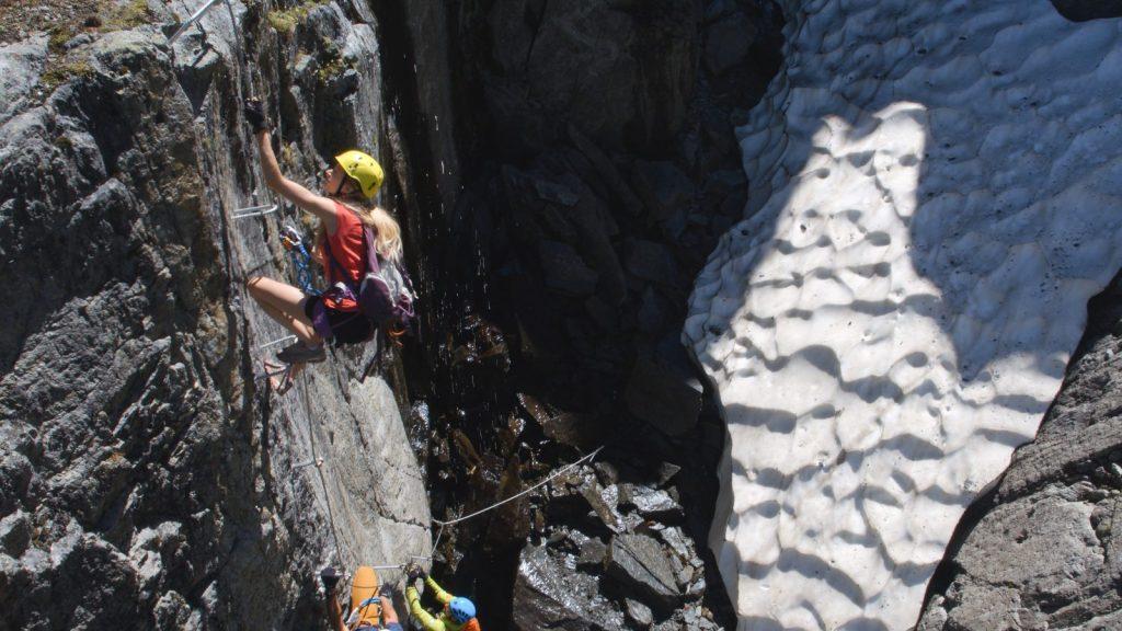 Klettersteigtutorial-Ausrüstung, Helm, Foto: Alpsolut, Österreichischer Alpenverein | Climbers Paradise
