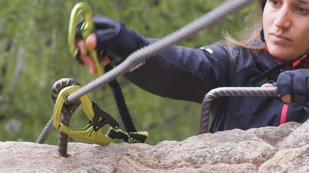 Klettersteigtutorial-Klettersteigset, Karabiner, Foto: Alpsolut, Österreichischer Alpenverein | Climbers Paradise