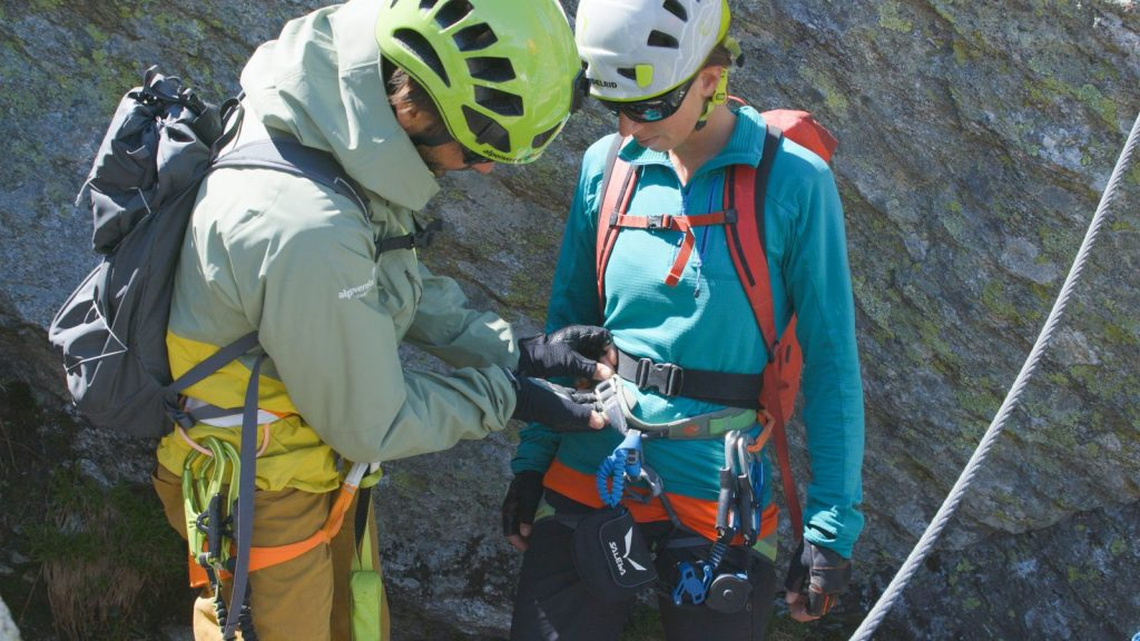 Klettersteigtutorial - Unterwegs, Partnercheck, Foto: Alpsolut, Österreichischer Alpenverein | Climbers Paradise