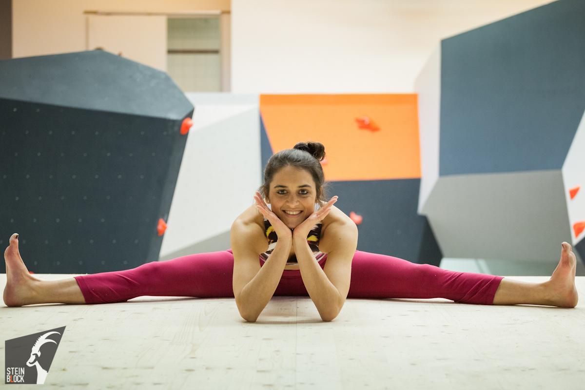 Yoga und Klettern - Spagat, Foto: Steinblock Boulderhallen GmbH, Dominik Hadwoger | Climbers Paradise