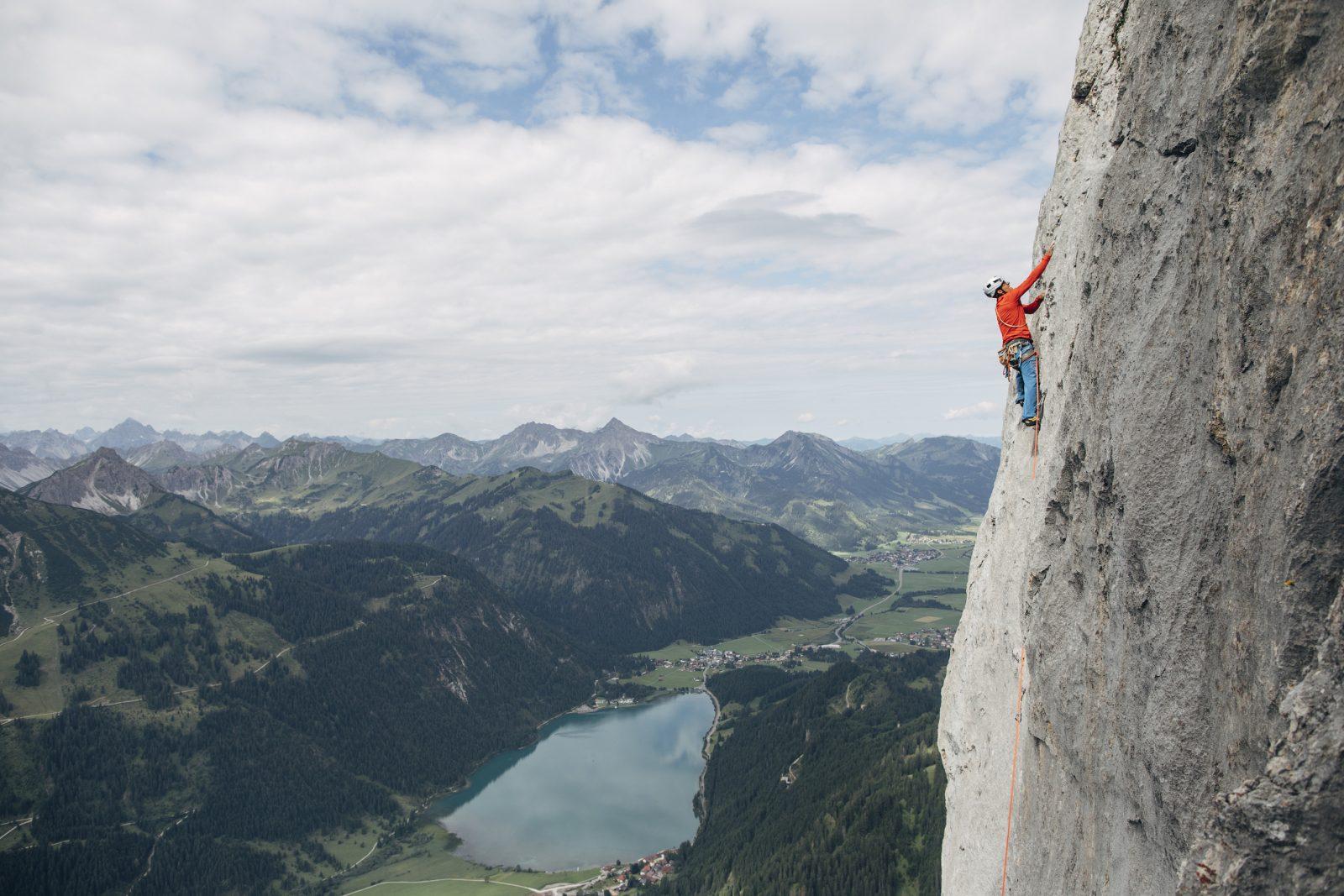 Klettern an der Roten Flüh im Tannheimer Tal, Foto: Elias Holzknecht | Climbers Paradise