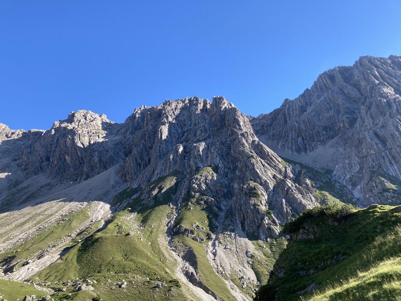 Maldonkopf rechts, Scharnitzköpfe links, Foto: Susa Schreiner |Climbers Paradise