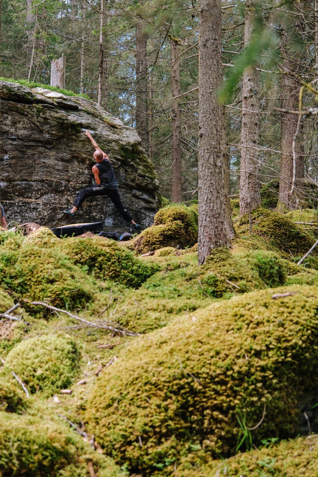 Bouldern im familienfreundlichen Gebiet Mandlers Boden im Pitztal, Foto: Simon Schöpf