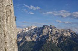 Klettern an der Waidringer Steinplatte in den Steinbergen. Foto: Michael Meisl