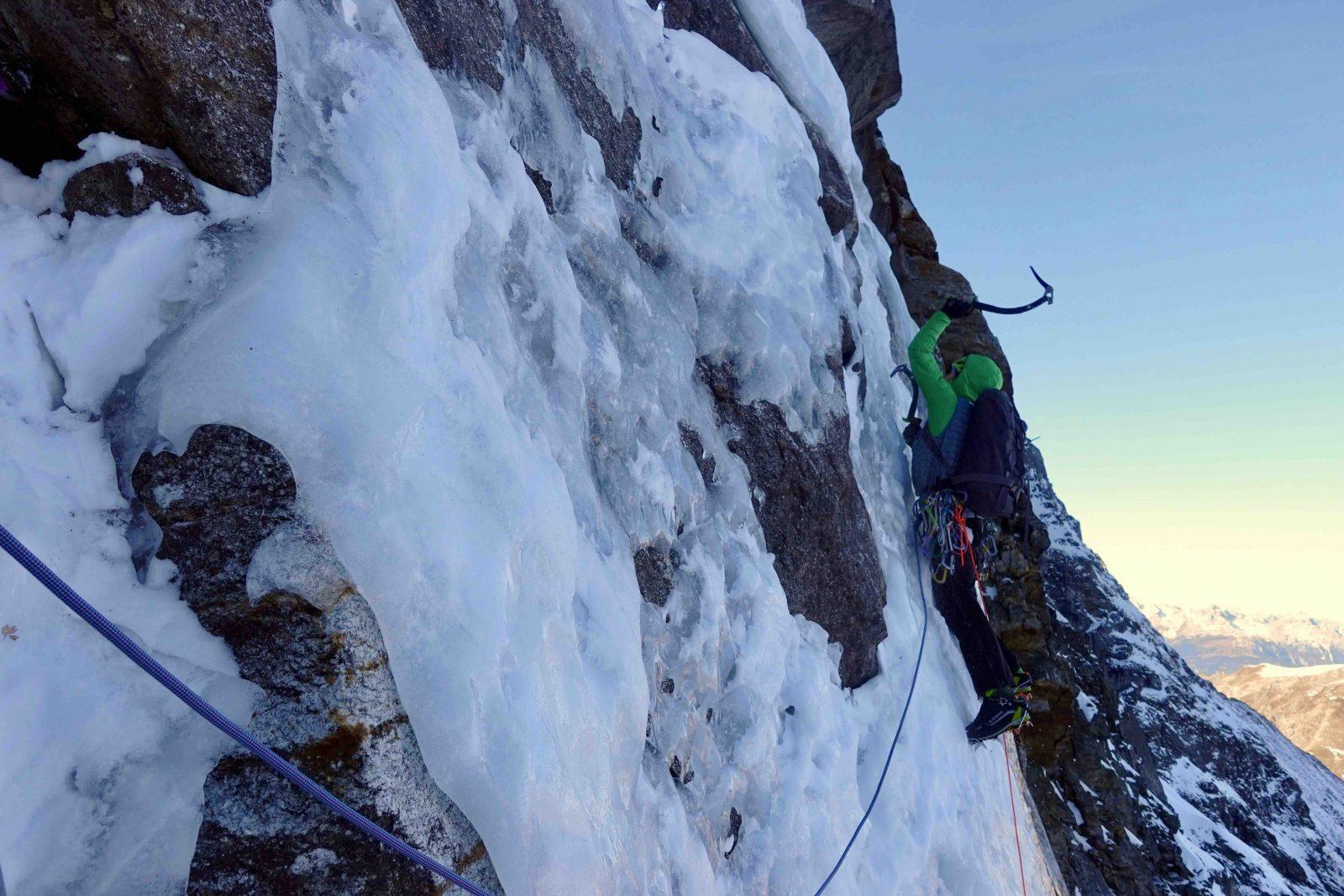 Sagwand-Nordwan, dünnes Eis vor allem am Beginn der Route, Foto: Ines Papert und Luka Lindič |Climbers Paradise