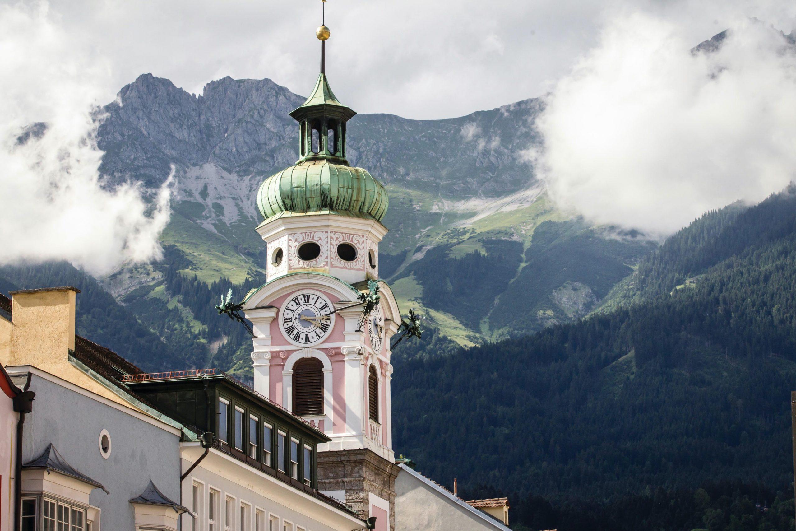 Die Spitalskirche vor der Nordkette, Foto: Innsbruck Tourismus, Erwin Heiden I Climbers Paradise