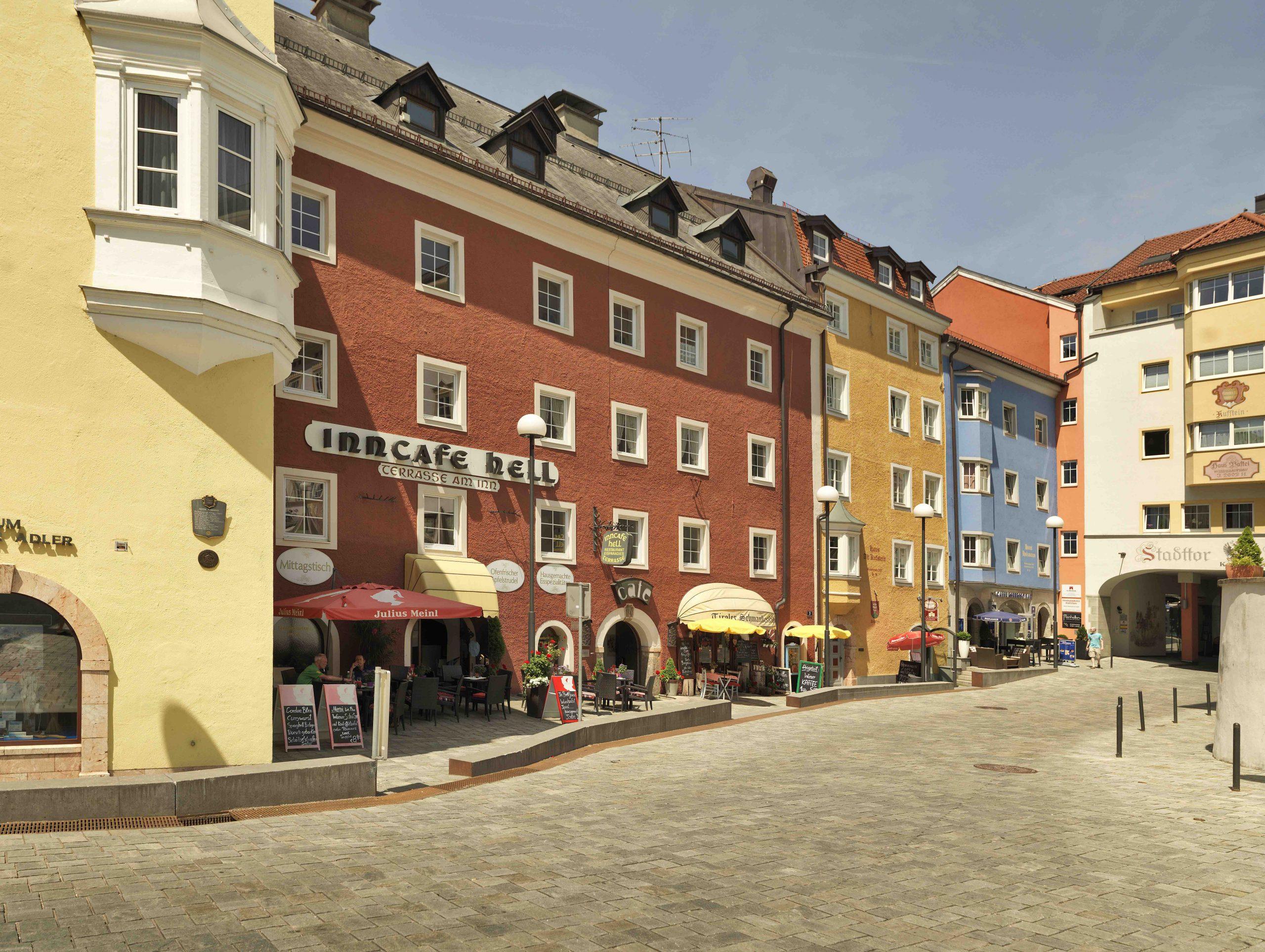 Kufstein besticht durch seine schöne Architektur und viele nette Cafés und Bars, Foto: Lolin I Climbers Paradise