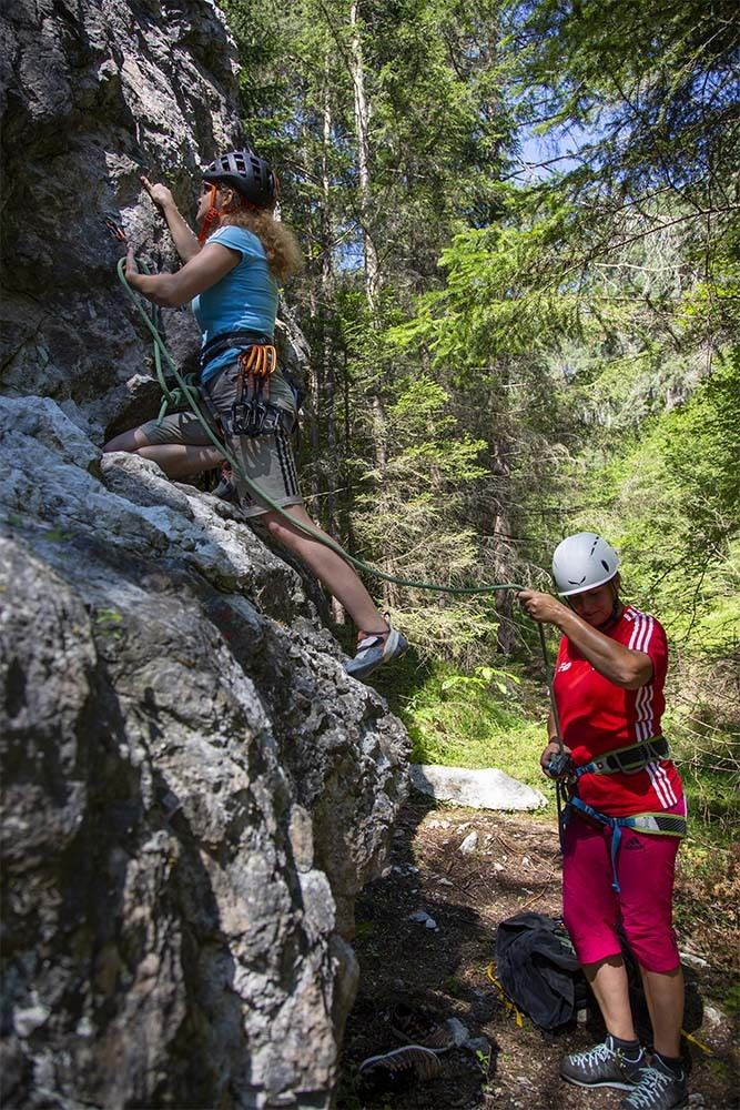 schattiger Klettergarten in Mötz, Foto: Mike Gabl I Climbers Paradise