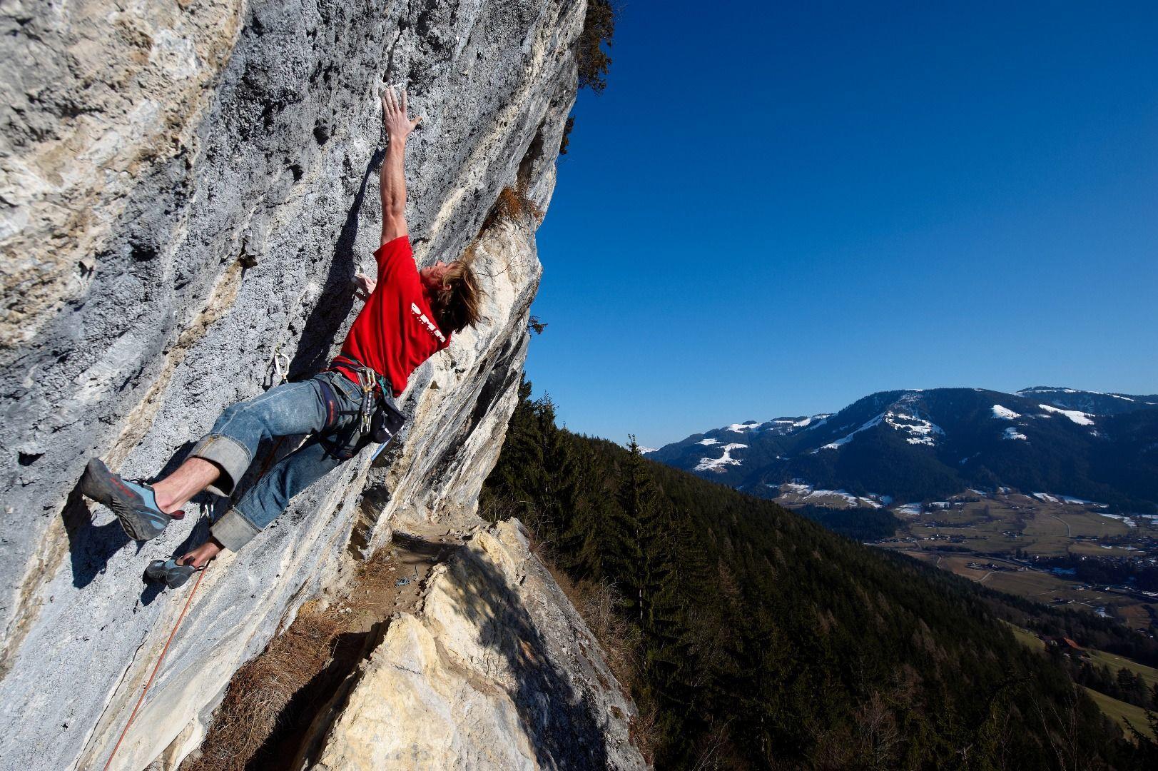 Auch hier dominieren überhängende Wände: Klettergarten Achleiten. Foto: TVB Wilder Kaiser